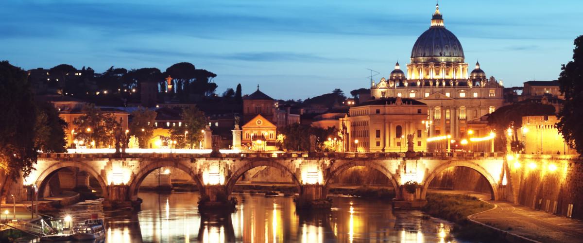 basilica-di-san-pietro-di-notte-roma-italia[1]